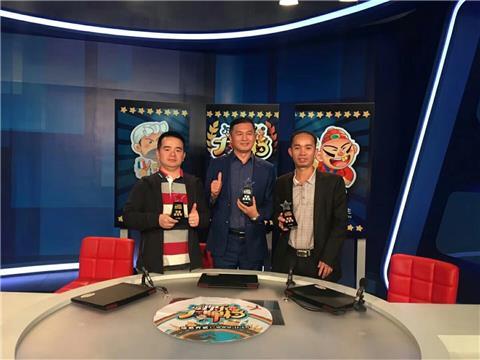 中间亚军获得者就是冯桂生,左一是冠军宋绍敏