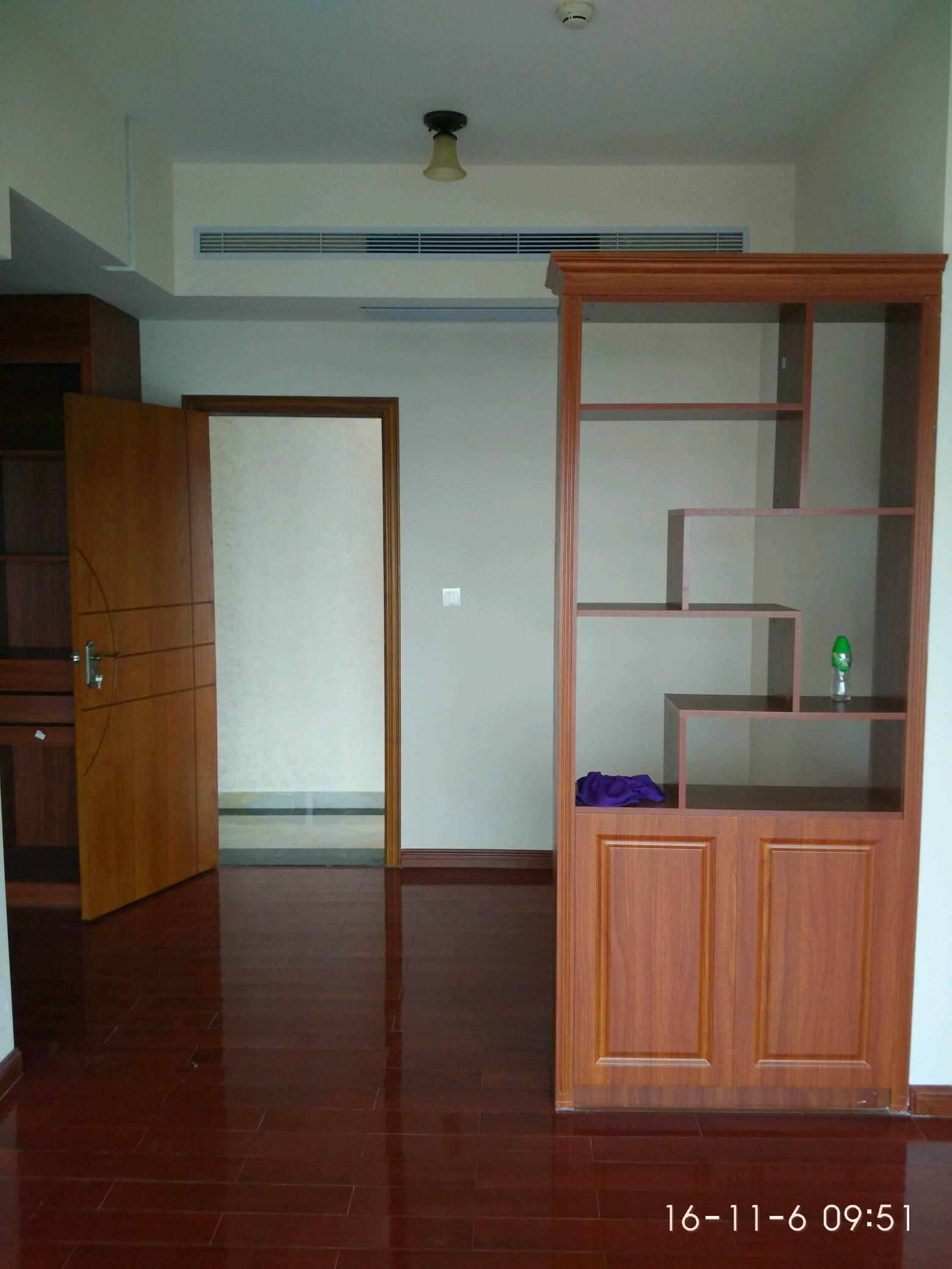 【木工】:各式木质,衣柜鞋柜,石膏板隔墙,包门套,包窗套,厨柜,吊柜