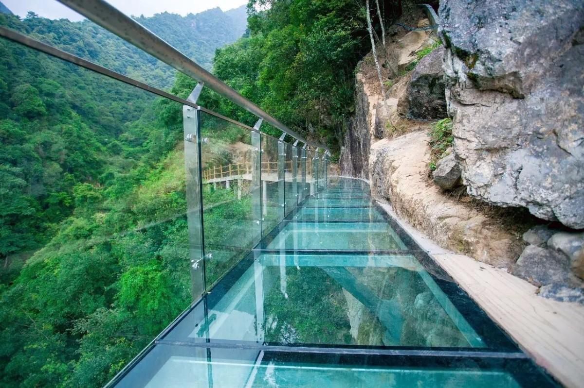 带你走进广东首座玻璃桥于韶关云门山景区玻璃桥
