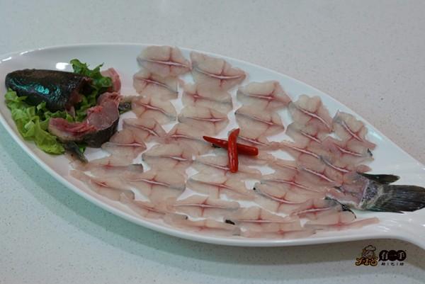 精品刀工课:制作纯正的鱼肉火锅